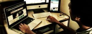 Czy dziennikarz internetowy jest gorszy od prasowego?